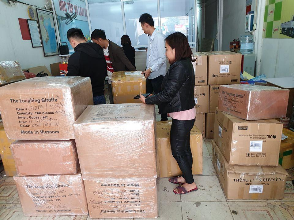 Hình ảnh giao nhận hàng hóa tại văn phòng SGB