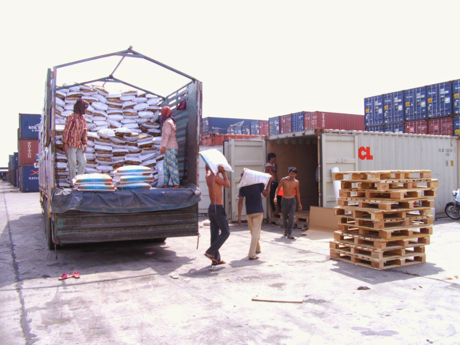 SgbExpress tổ chức vận chuyển hàng hóa đi các tỉnh thành của Lào