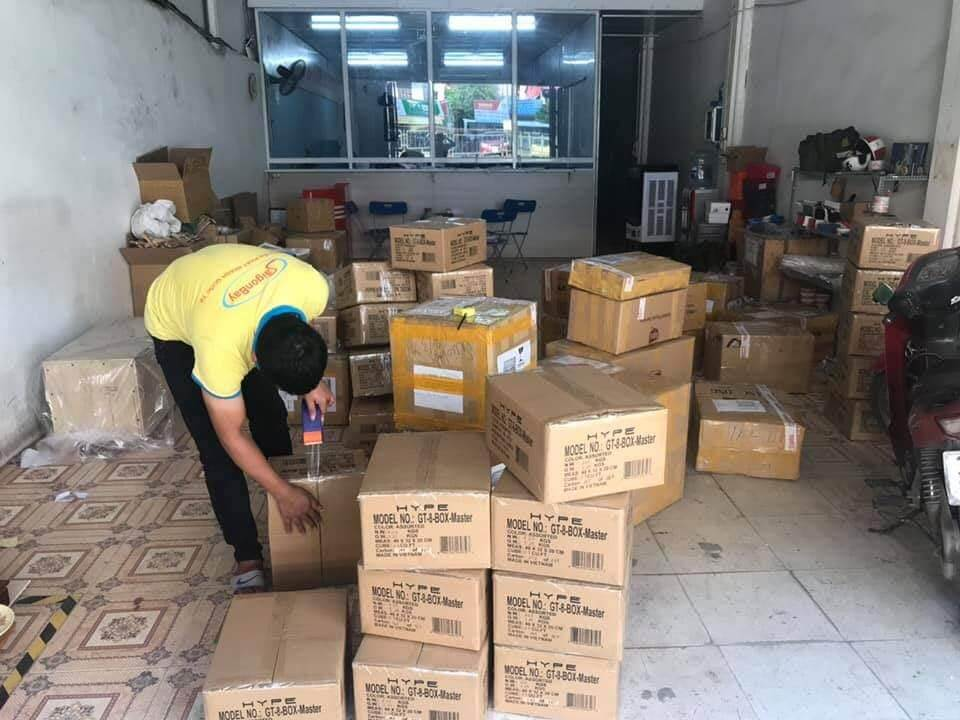 Đóng gói, vận chuyển hàng hóa chuyển phát nhanh
